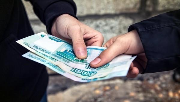 Россияне признались, что стали чаще брать деньги в долг