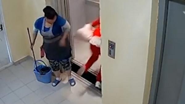 Девушка чуть не провалилась в шахту из-за неисправного лифта