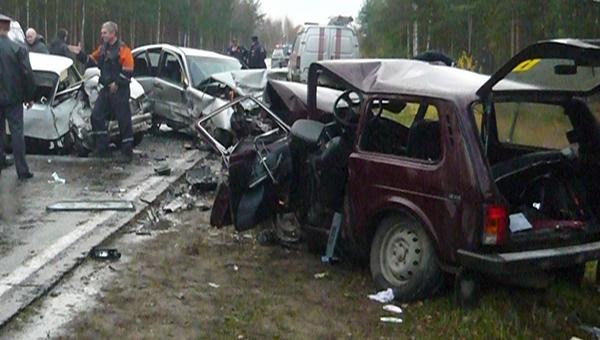 Массовое ДТП на М2. Столкнулись 5 автомобилей, два человека пострадали