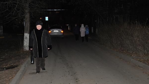 Здесь людей во мраке держат