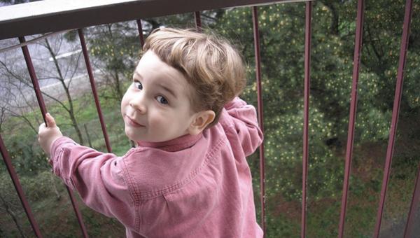 В Серпухове маленькая девочка упала с 5 этажа