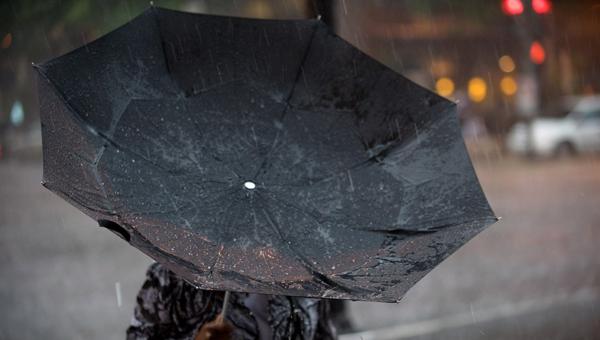 Гроза иураганный ветер надвигаются на столицу России — МЧС