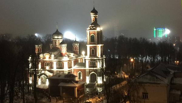 Театр и храм Всех Святых в выгодном свете
