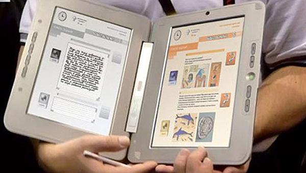 В школах по всей России введут электронные учебники