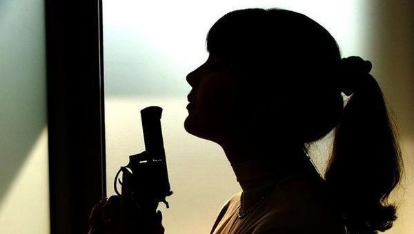 Жительница Подмосковья угрожала пистолетом соседям, делающим ремонт