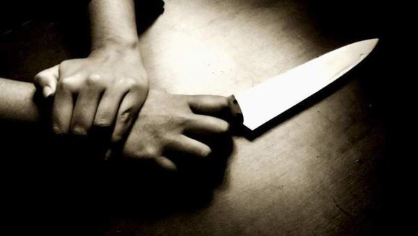 Мужчина изрезал свою жену и ее любовника, застав их в постели