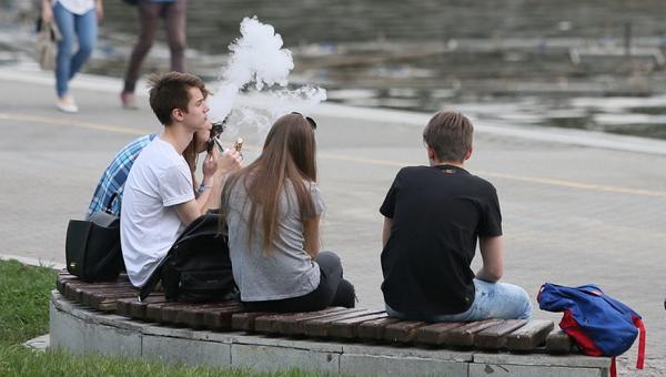 В Подмосковье запретят продажу вейпов возле школ и спорткомплексов