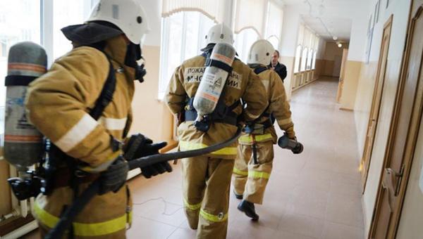 В московской школе ученик бросил дымовую шашку
