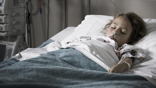 В Волоколамске 40 детей пострадали якобы от распыленного в школе газового баллончика
