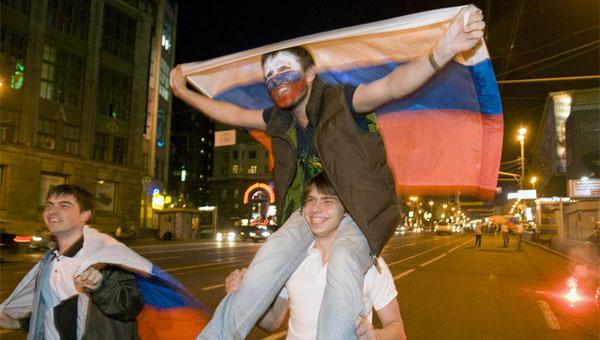 Толпа пьяных подростков устроила дебош в Серпухове после матча Россия - Испания