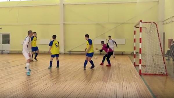 «Зубрята» играют в мини-футбол