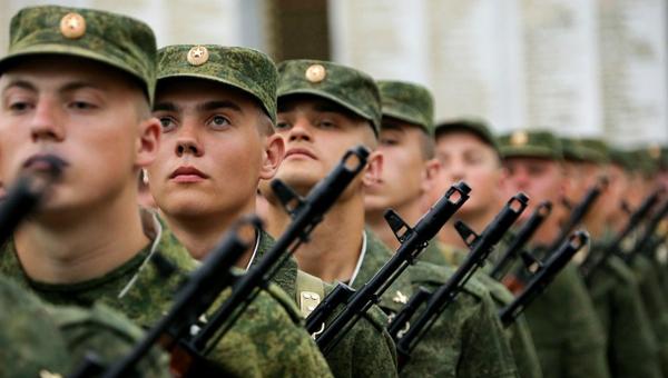 Студенты после окончания вуза могут избежать службы в армии. Причем совершенно законно