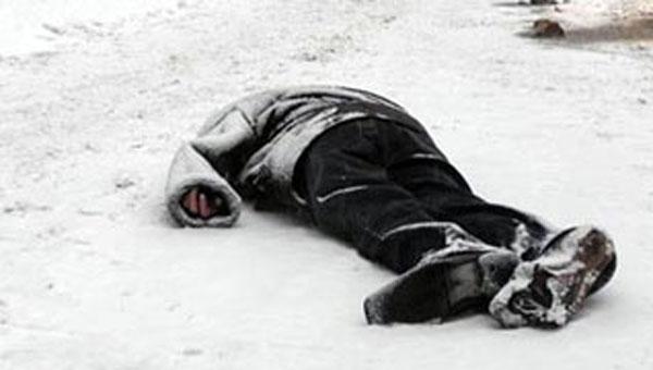 В Подмосковье на трассе найдено тело молодого мужчины