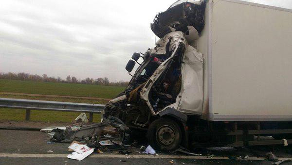 В Подмосковье водитель грузовика погиб в ДТП