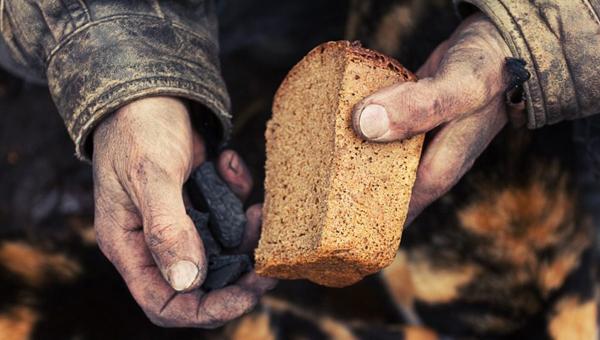 Специалисты : Большинство граждан России  экономят навсем, а22% живут вбедности