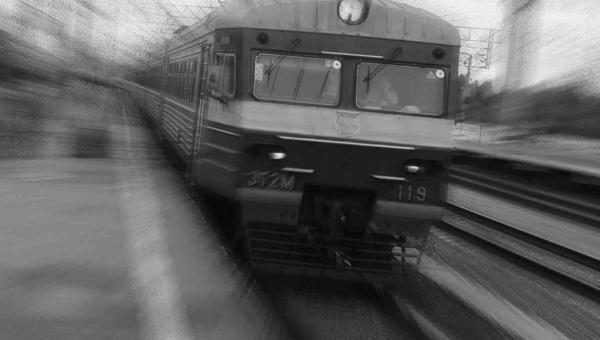 В Подмосковье на железнодорожных путях погиб пожилой человек