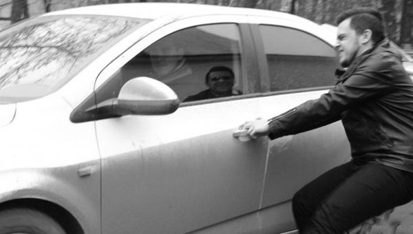 В Серпухове двое пьяных угнали машину у автолюбителя