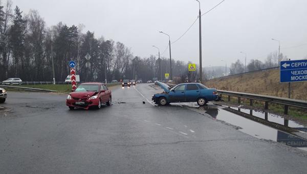 В ДТП у Васильевского пострадали двое