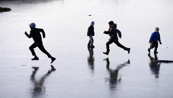 Внимание родителям! Дети продолжают выходить на тонкий лед
