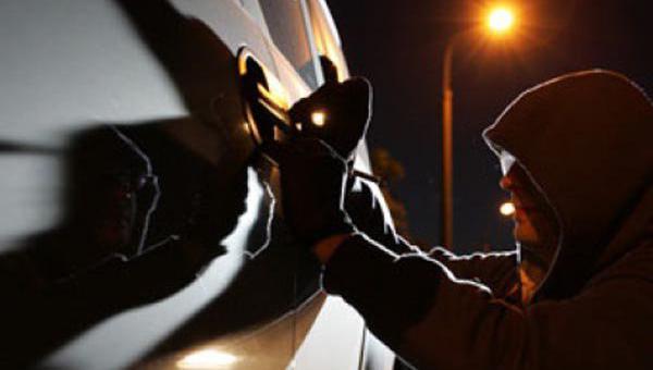 В поселке Оболенск похищен автомобиль