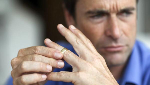 Мужья теперь обязаны оповещать своих жен о разводе по СМС