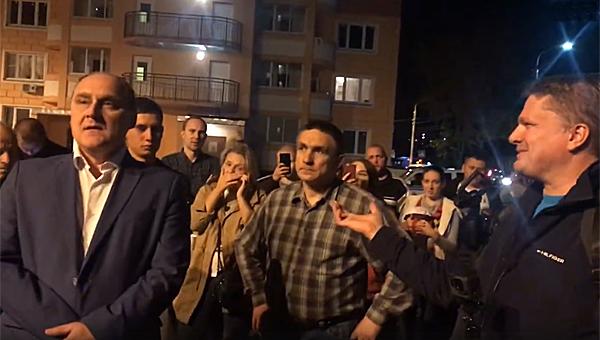В Подольске местные жители, доведенные до бешенства, перекрыли дорогу