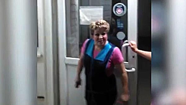 В Подмосковье продавщица ночного магазина прыснула покупателю в лицо из перцового баллончика