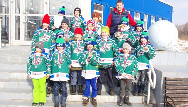 Юные серпуховичи взяли «серебро» в межрегиональном турнире по хоккею