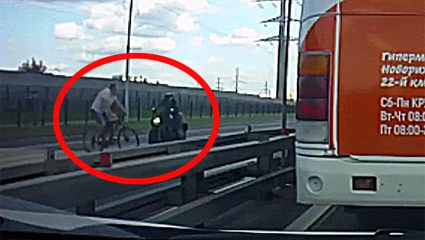 Мотоциклист насмерть сбил велосипедиста на трассе в Подмосковье
