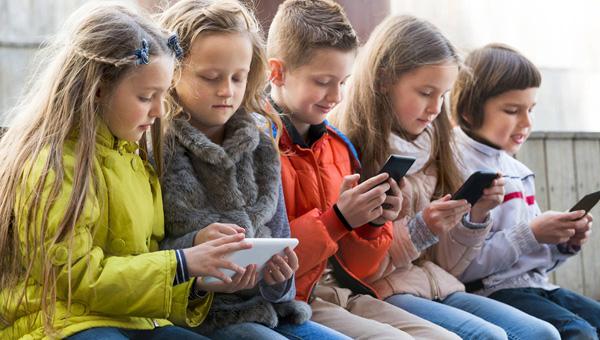 В Госдуме предложили запретить Wi-Fi в школах и садах