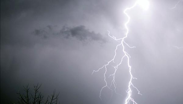 В Подмосковье 11-летний мальчик погиб от удара молнии