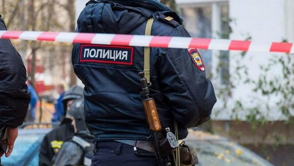 В Подмосковье во дворе дома откопали тело женщины