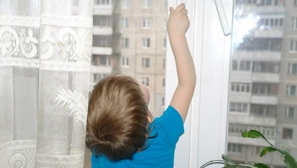В Подмосковье младшеклассник выпал из окна