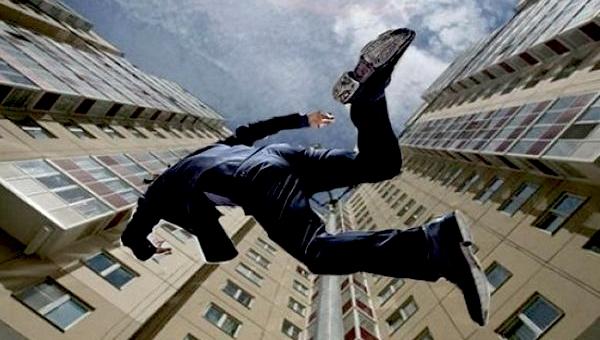 В Серпухове мужчина выпал с 8 этажа