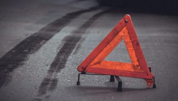 На трассе М-2 при столкновении четырех машин погибли двое