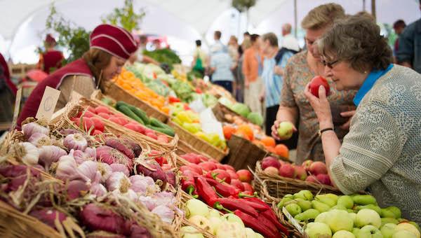 Цены на овощи и фрукты в России и Белоруссии: найди десять отличий