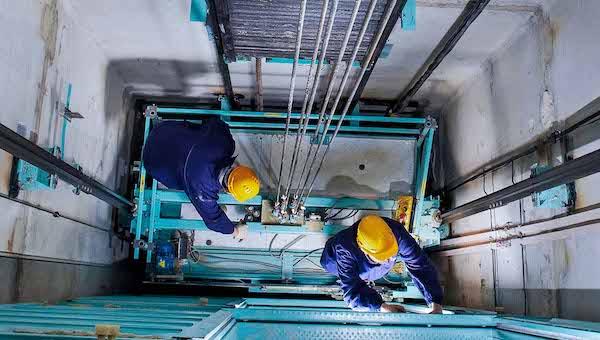 В Серпухове и в Оболенске заменят два десятка лифтов