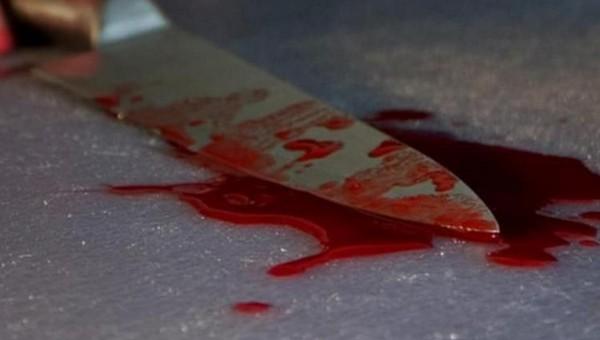 Тело девушки и ее раненого парня нашли в съемной квартире