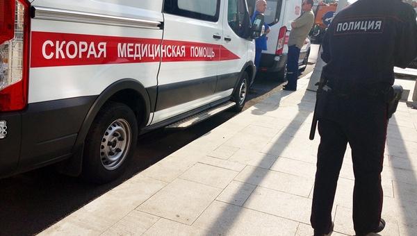 На юге Москвы мужчина намеренно въехал в толпу людей на машине