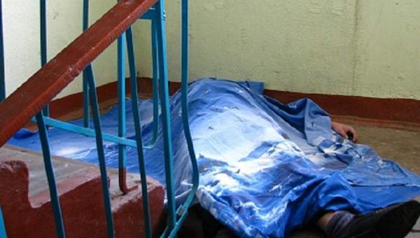 В Подмосковье молодой парень насмерть забил приятеля в подъезде