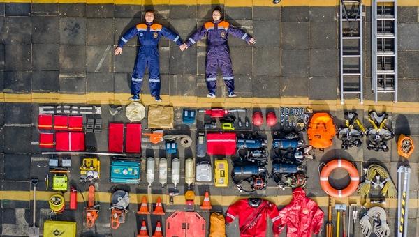 Пожарные из Подмосковья подключились к модному челленджу, превратившись в тетрис-человечков