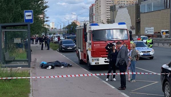 Автобус, сбивший людей на остановке, остановила пассажирка