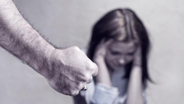 15-летняя девочка зарезала отчима, защищая бабушку и подруг от побоев