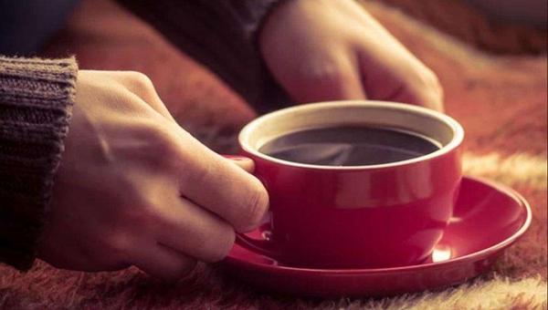 Врачи советуют не увлекаться кофе в осеннее время