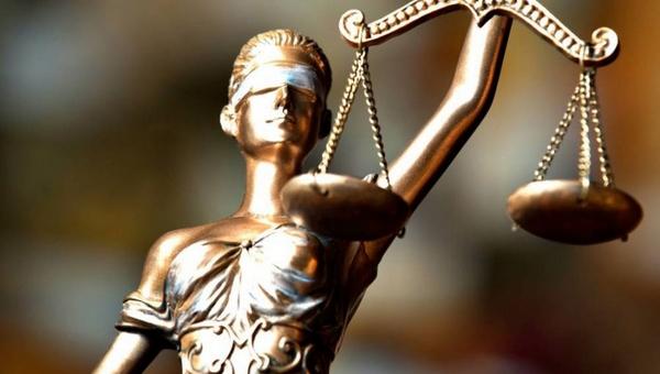 Дворничиху, на которую повесили долг в два миллиарда, поддержал суд