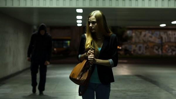 В Подмосковье избили и изнасиловали молодую девушку