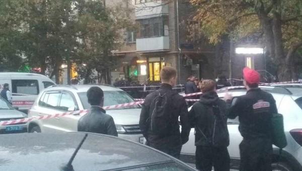 В московском метро полицейский открыл стрельбу по коллегам. Один из них погиб
