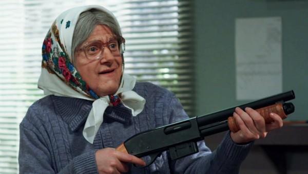 В Подмосковье мошенники пришли в банк с «поддельной» бабушкой, чтобы обчистить чужой счет