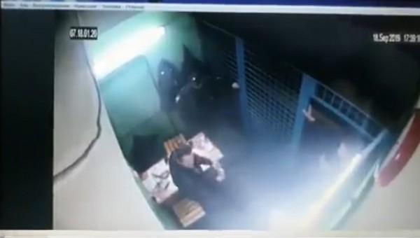 Появилась видеозапись расстрела полицейских на станции метро в Москве