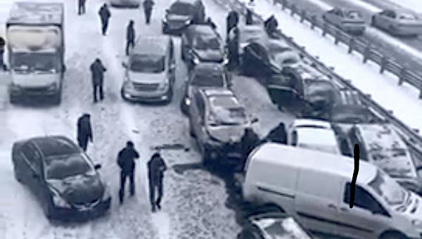 Семьдесят машин столкнулись на трассе «Крым» под Чеховом
